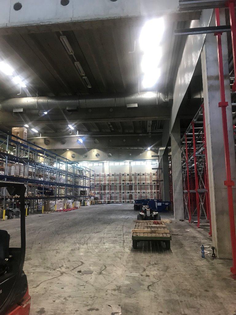 Korkeaa varastotilaa Helsinigssä, sisäänajo ja lastaustaskut